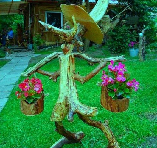 Поделки из дерева и веток для сада 100