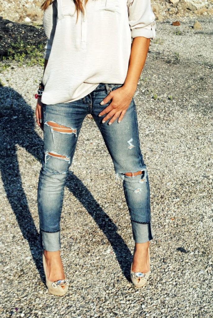 Как сделать модные дырки на джинсах своими руками