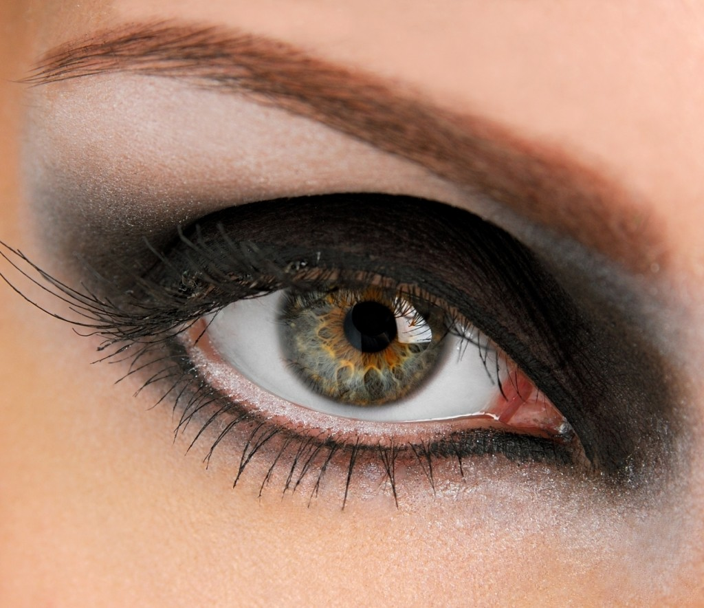 Девушка с зелено-серыми глазами фото