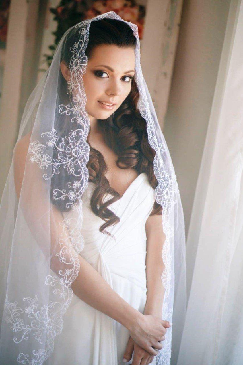 Свадебные прически распущенные локоны с фатой фото