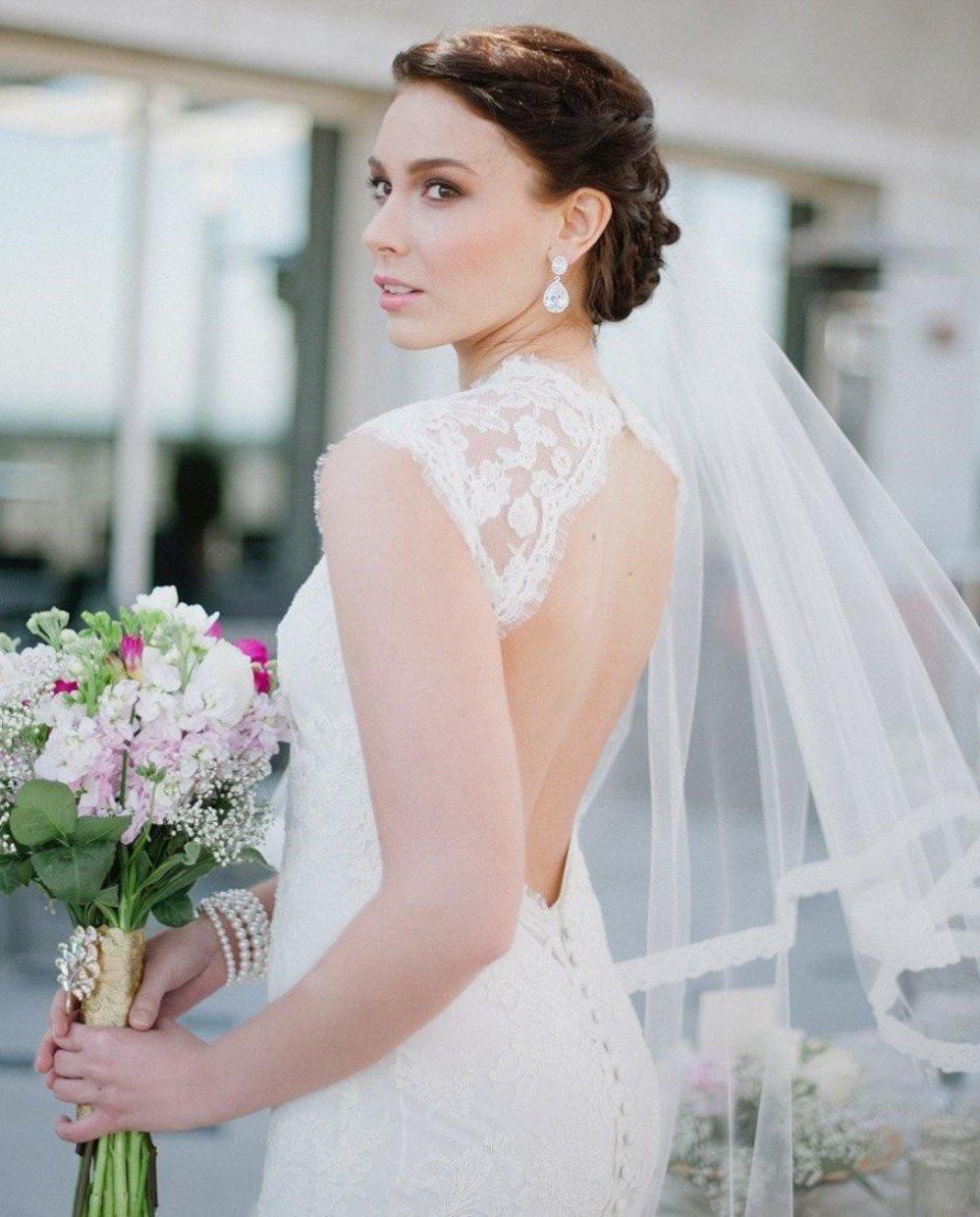 весільні причоски з фатою фото