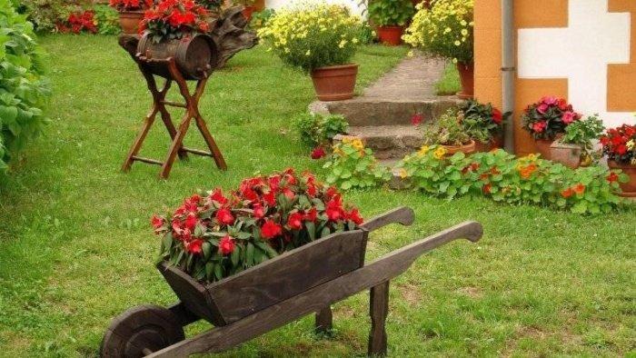 Как украсить клумбы в огороде своими руками