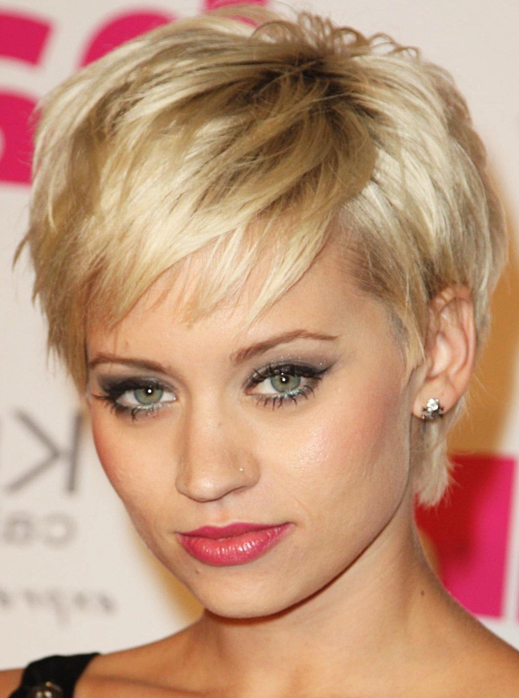 Причёски на овальное лицо фото короткие