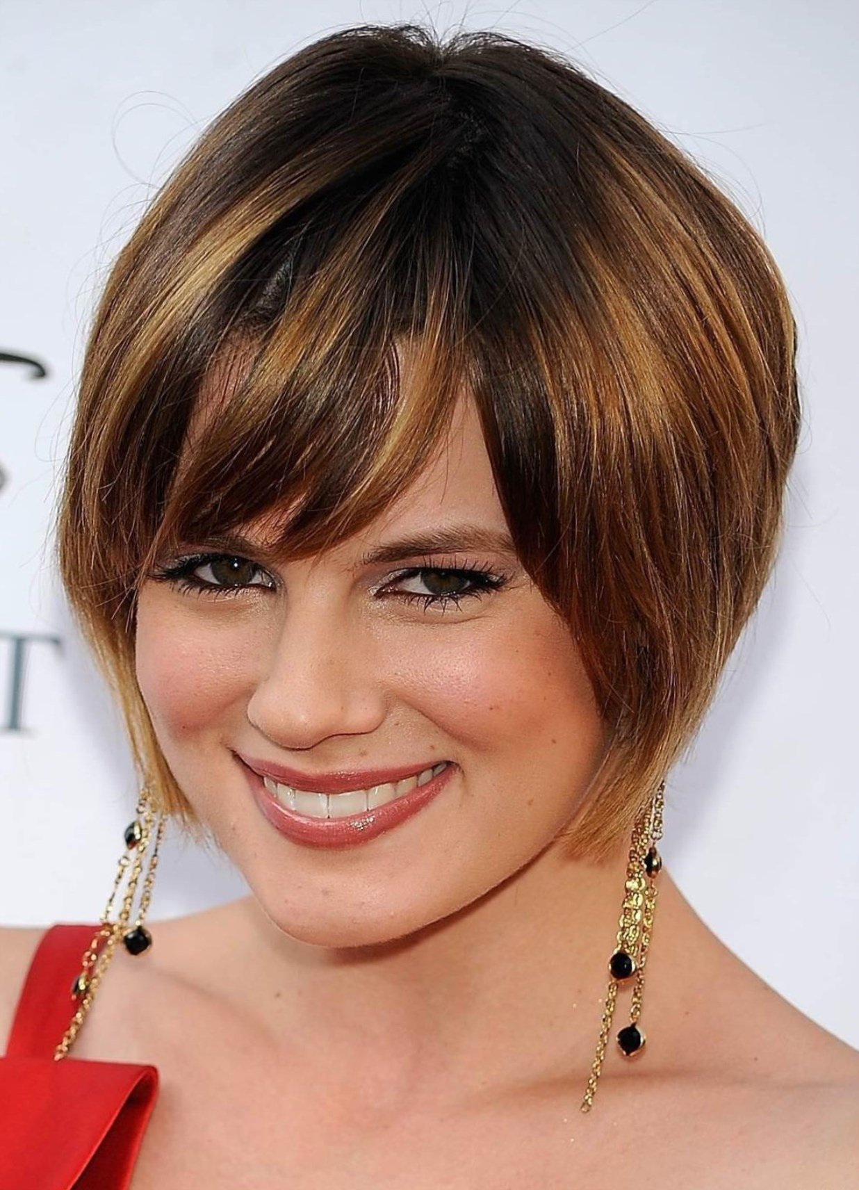 Причёска на короткие волосы с челкой