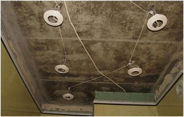 Как установить точечный светильник в натяжной потолок своими руками 11
