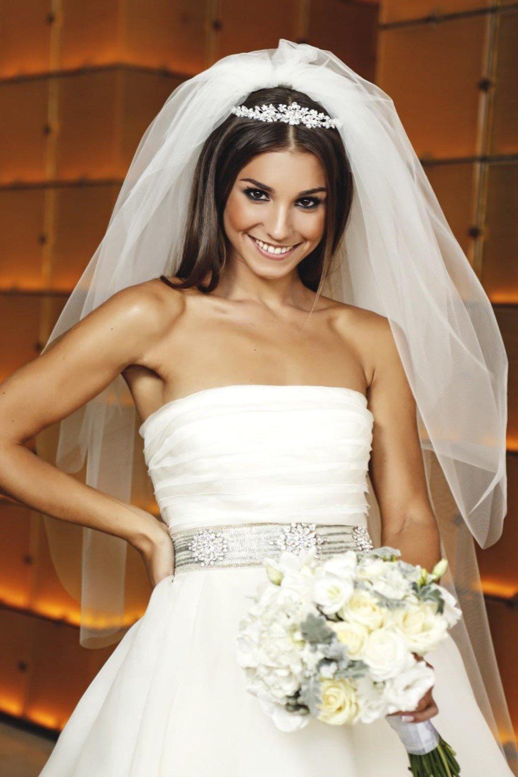 Прическа длинные волосы без челки фото свадьба