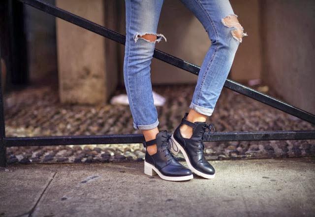 Как сделать на коленках дырки на джинсах