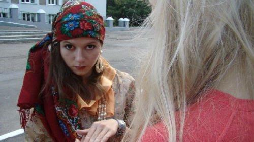 Цыганка ограбила девушку среди белого дня
