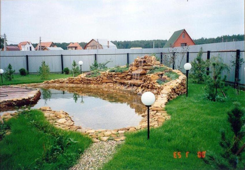 Как обустроить двор частного дома своими руками в деревне