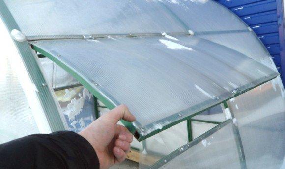 Как можно сделать в теплице форточки из поликарбоната своими руками 53
