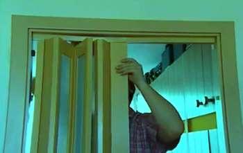 сборка двери гармошка видео своими руками