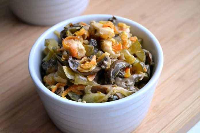 Как приготовить салат обжорка с грибами