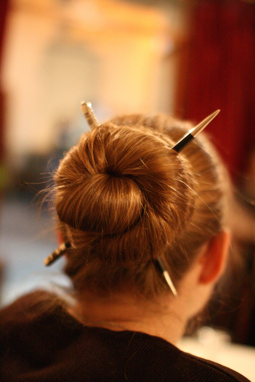 Причёски с китайскими палочками фото