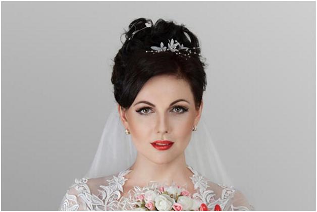 свадебные прически под фату для брюнеток