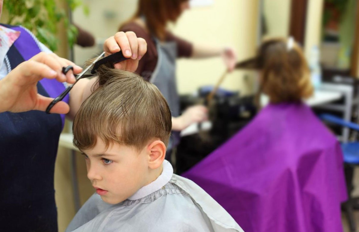 Перша стрижка дитини в 1 рік: важливі моменти зачіски малюка