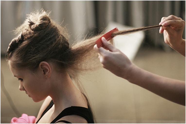Причёска с начёсом на средние волосы в домашних условиях