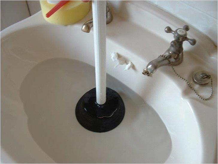 Прочистить засор в ванной в домашних условиях 160