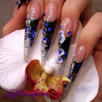 Гламурный дизайн нарощенных ногтей фото