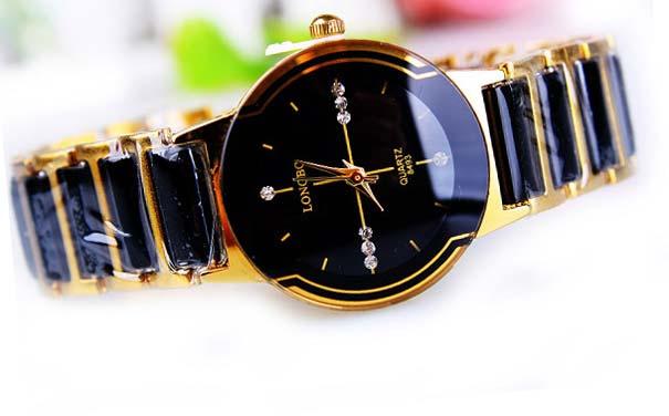 Модні жіночі годинники 2017  фото ціна наручних b03ef3a3fc94c
