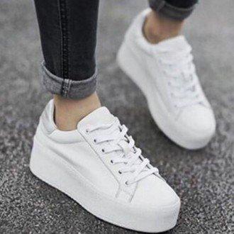Літні стильні образи з білими кросівками та кедами 2017  9c6f47aec1fbf