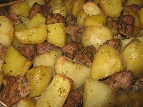 Свинина с картошкой в духовке рецепт пошагово со сметанным соусом